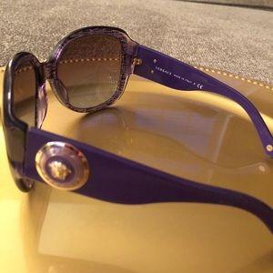 VERSACE authentic sunglasses model VE 4243
